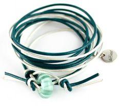 WRAP THEBED leather bracelet with lampwork bead / Wickelarmband petrol und weiss aus leder und modulperle von theBead.ch