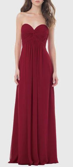 Chiffon strapless dress with a sweetheart neckline. Bridesmaids dress