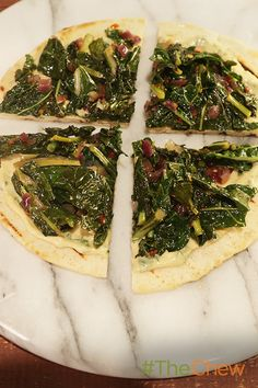 These Kale Hummus Flatbreads are healthy, quick and delicious!