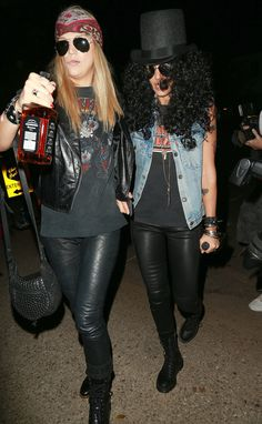 Jessica Alba as Slash- Jessica Alba as Slash Pin for Later: Look Back at All of Last Year& Memorable Celebrity Halloween Costumes! Jessica Alba as Slash Jessica and her girlfriend dressed up as Slash and Axl Rose. Celebrity Halloween Costumes, Couple Halloween Costumes, Halloween Cosplay, Halloween Outfits, Guns N Roses Halloween Costume, Halloween Ideas, Cute Costumes, Costumes For Women, Slash Costume