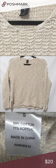 ME TO WE Sweater Size Small Super Comfy Excellent Condition  Runs Big  89% Cotton  11% Acrylic Me to We Sweaters Crew & Scoop Necks