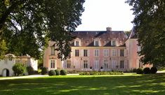 A Pink Château in France for Valentine's Day - The Glam Pad French Exterior, Interior And Exterior, Paris France, Villa France, Pink Castle, French Castles, Charming House, French Architecture, Paris Design