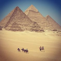 #greatpyramids #giza #egypt #worldwonder #anotherview #arabculture #ancient #architecture #awesome #hotclimate