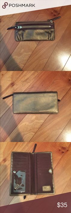 Fossil Bronze leather wallet Lightly Used. Bronze and Brown Leather Fossil Wallet Fossil Bags Wallets