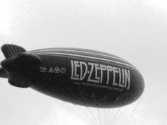 Inflatable Blimps by led zeppelin rock group | Jimmy Page and John Paul Jones buscan cantante para Led Zeppelin