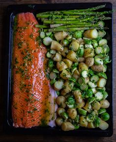 Laxsida på plåt med grönsaker - Zeinas Kitchen Mini Sandwiches, Zeina, Date Dinner, Cookies And Cream, Fish And Seafood, Fish Recipes, Cookie Decorating, Asparagus, Main Dishes