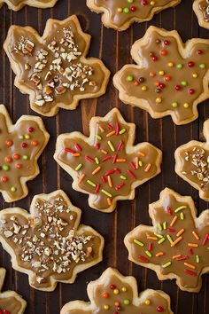 The flavor of sweet maple glazed doughnuts meets the buttery flavor of shortbread in these irresistible, perfectly crisp, melt-in-your mouth Glazed Maple Fall Baking, Holiday Baking, Cut Out Cookies, Sugar Cookies, Maple Cookies, Filled Cookies, No Cook Desserts, Dessert Recipes, Cookie Recipes