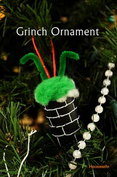 Housewife Eclectic: Grinch Christmas Ornament - could use an old pill bottle painted black (Bottle Painting Christmas) Grinch Party, Grinch Christmas Party, Noel Christmas, Christmas Crafts For Kids, Christmas Activities, Christmas Themes, Holiday Crafts, Holiday Fun, Christmas Decorations