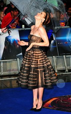Woman of Steel Amy Adams laughed off a little rain while attending the Man of Steel premiere in London on June 12.  Read more: http://www.usmagazine.com/hot-pics/woman-of-steel-2013126#ixzz2WFGGdAFz  Follow us: @Us Weekly on Twitter | usweekly on Facebook