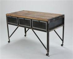 Vare: 4155476Bord af metal og træ. Industrielt design