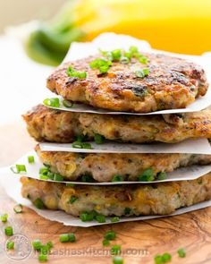 These chicken zucchini fritters are healthier than regular kotlety; being half meat and half veggie and they are super juicy and flavorful. Baby Food Recipes, Paleo Recipes, Dinner Recipes, Cooking Recipes, Bread Recipes, Zucchini Fritters, Corn Fritters, Chicken Recipes Thermomix, Zucchini