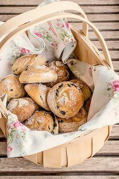 Nudos de pan con aceitunas