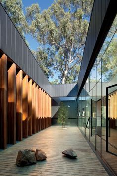 The Puckapunyal Military Area Memorial Chapel is located in and is designed by BVN Architecture The photographs are taken by John Gollings Architecture Photo, Landscape Architecture, Landscape Design, Australian Interior Design, Interior Design Awards, Exterior Design, Interior And Exterior, Courtyard Design, Internal Courtyard