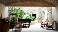 スペイン・マジョルカ島 ホテル「Son Gener」 18世紀築の農家を改築した、10室の客席という小さな作りながら、インテリアや食事、スパまで強いこだわりを感じる素敵なホテルなんです。