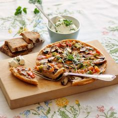 Bauernomelett / Foto: A. Vegetable Pizza, Vegetables, Food, Leafy Salad, Omelet, Recipes With Eggs, Food Portions, Essen, Vegetable Recipes