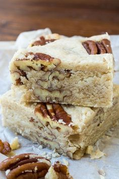 Butter Pecan Shortbread is a classic buttery shortbread loaded up with crunchy pecans ~ and everybody goes nuts for it! Cookie Desserts, Just Desserts, Cookie Recipes, Dessert Recipes, Awesome Desserts, Cookie Cups, Snack Recipes, Shortbread Recipe Best, Shortbread Bars