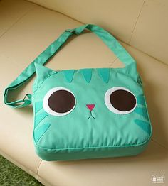 Cat bag: hell yes, hell yes, HELL FRICKING YES. I want this so badly its manifesting itself as a painful ache, deep within my heart.    Also, I kind of want it.