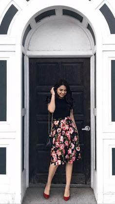 Floral skirt outfits - 15 Best Outfit That Make Your Looks More Feminine Modest Dresses, Modest Outfits, Modest Fashion, Skirt Fashion, Fashion Outfits, Feminine Fashion, Jw Fashion, Fashion Hair, Womens Fashion