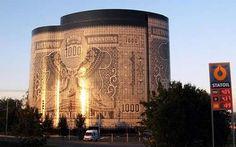 Bankbiljetgebouw - Fotospecial: Meest bizarre gebouwen in Europa - Bouw & Wonen