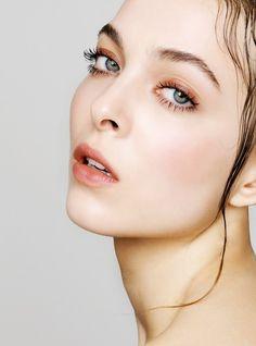 Hair & Makeup: Esther van Maanen @ Angelique Hoorn Management Job: Ellis Faas Magazine Photo: Carin Verbruggen