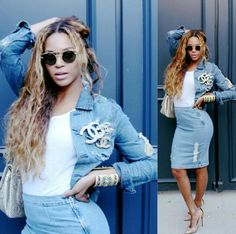 Beyonce shows off her hourglass figure in double denim outfit Moda Instagram, Beyonce Instagram, Photo Instagram, Instagram Fashion, Chanel Instagram, Instagram Music, Beyonce Show, Beyonce Photos, Beyonce Style