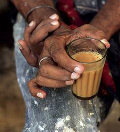 chai indian tea www. Masala Chai, Tea Culture, Indian Street Food, Tea Art, Tea Cakes, Indian Food Recipes, Tea Time, Nom Nom, Snacks