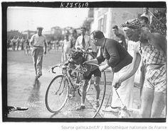 [Recueil. Tour de France cycliste de 1938. Journée du 19 juillet. 12e étape Marseille-Cannes] : [lot de photographies de presse] / [Agence Meurisse ?] - 1