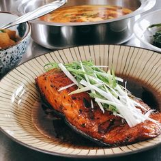 Homemade [nabemono] Japanese Hotpot: if there's one simple cooking method that crosses over nearly every Asian cuisine, then hotpot may be… Braised Pork Ribs, Pan Fried Salmon, Steamed Eggs, Teriyaki Sauce, Little Kitchen, Crosses, Eve, Fries, Potatoes