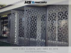 Projeto fachada de segurança com portas pivotantes.