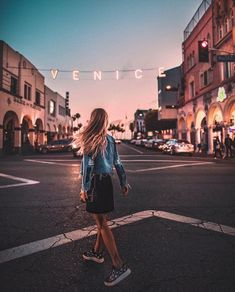 Image about girl in wanderlust by Julia on We Heart It Venice Beach California, Tumblr Photography, Travel Photography, Poses, Wanderlust, Usa Tumblr, Foto Pose, Route 66, Beach Trip