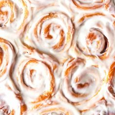 No Yeast Cinnamon Rolls (2 Ingredient dough!) - The Big Man's World ® No Yeast Cinnamon Rolls, Cinnamon Rolls From Scratch, Cinnamon Roll Icing, 2 Ingredient Pizza Dough, Types Of Yogurt, Natural Yogurt, Self Rising Flour, Healthy Chocolate, Bakken