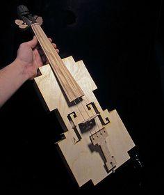 violino feito de madeira de carvalho para artesanato cortada a laser, o design é todo em ângulos de 90 graus, exceto o fingerboard