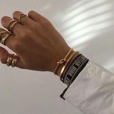 Dior Jewelry, Cute Jewelry, Luxury Jewelry, Gold Jewelry, Jewelry Accessories, Fashion Jewelry, Dior Ring, Schmuck Design, Diamond Are A Girls Best Friend