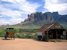 Superstition Mountain. Photo: Laszlo Ilyes