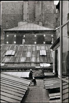 Henri Cartier-Bresson - Courtyard of an hôtel, Rue de la Boétie, Paris, 1953