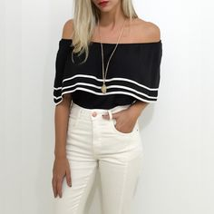 As blusas ombro a ombro vão continuar na coleção de inverno com ela o look fica ainda mais feminino.  Compre a sua pelo site http://ift.tt/PYA077
