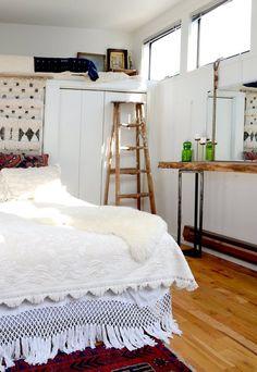 5 Tiny Bedroom Tips: Easy-to-Do & Stylish Ideas | Apartment Therapy