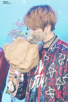 baekhyun x flower bucket - Modern Sehun, Park Chanyeol, Hapkido, 2ne1, K Pop, Got7, Exo 2017, Culture Pop