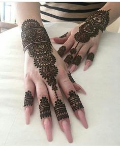 As the time evolved mehndi designs also evolved. Now, women can never think of any occasion without mehndi. Let's check some Karva Chauth mehndi designs. Henna Hand Designs, Eid Mehndi Designs, Mehndi Designs Finger, Modern Henna Designs, Mehndi Designs For Girls, Mehndi Designs For Beginners, Beautiful Henna Designs, Mehndi Designs For Fingers, Latest Mehndi Designs