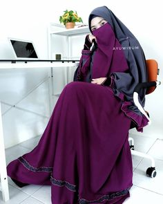 Sabar berat? Padahal syukur itu lebih berat (mikir lagi kalo mau ngeluh)  Lg pake ruffle set yg unyu bgt warnanya. Grab fast sblm close… Muslim Girls, Muslim Women, Niqab Fashion, Muslim Beauty, Hijab Niqab, Abaya Designs, Hijab Dress, Beautiful Hijab, Green Lace