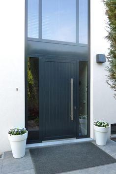 22 Ideas Exterior Design Home Garage Doors For 2019 Grey Front Doors, The Doors, Windows And Doors, Exterior House Colors, Exterior Doors, Exterior Design, Entrance Design, House Entrance, House Windows
