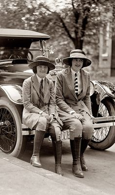 Just love this.  These ladies are riding in STYLE.