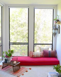 This Colorful California Condo Has the Coziest Window Seats – Indian Living Rooms India Home Decor, Ethnic Home Decor, Indian Living Rooms, Colourful Living Room, Indian Home Interior, Home Interior Design, Design Homes, Design Design, Home Decor Furniture