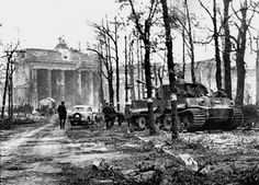 Berlin, May 1945. The very last operational Tiger tank of WW2 near the Brandenburg Gate where it's crew abandoned it. Russian Officers strolling nearby indicate this photo was taken shortly after the German Unconditional Surrender.