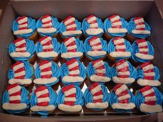Dr Suess- so fun! If only Evelyn had been born on her due date (Dr. Seuss' birthday) these could have been her birthday cupcakes!