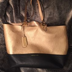 Ralph Lauren Tote Ralph Lauren Tote, used only a couple times, few scratches but in overall GREAT condition!! Beautiful bag Ralph Lauren Bags Totes