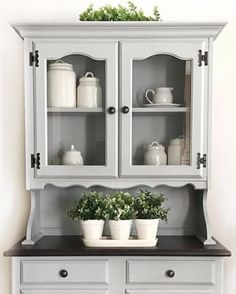 DIY Purple Dresser makeover with Divine Lavender - Fusion Mineral Paint Shabby Chic Kitchen Cabinets, Shabby Chic Kitchen Decor, Painted Outdoor Furniture, Paint Furniture, Purple Dresser, Purple Paint Colors, Favorite Paint Colors, Painted Front Doors, Mineral Paint
