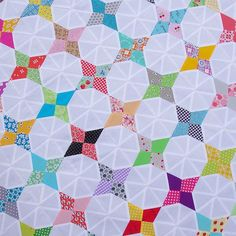Red Pepper Quilts: Hummingbird Quilt Block Tutorial This tutorial is quite lengthy however I have included photos of all steps required to successfully complete one Hummingbird block.  Do I think this quilt pattern is suitable for a beginner?  Probably not,