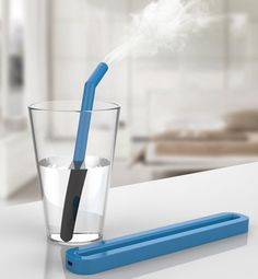 Designer Kyuho Song has designed a portable straw humidifier with the purpose of being available anytime, anywhere.