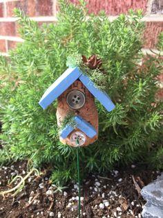 Wine Cork Birdhouse, Halloween Supplies, Halloween Fairy, Cork Crafts, Garden Projects, Garden Ideas, Garden Accessories, Bird Houses, Little Gifts
